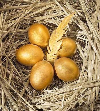 Пасха: почему яйца красные, зачем их красят и какие обычаи на Пасху