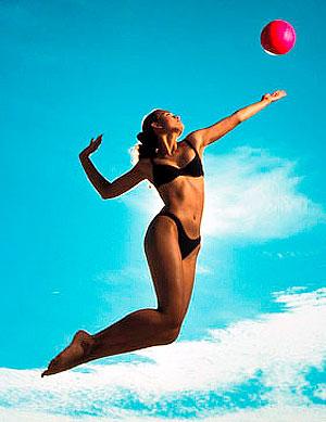 Активный отдых на море: волейбол пляжный обычный и малайский, пляжный футбол, фрисби, аквааэробика
