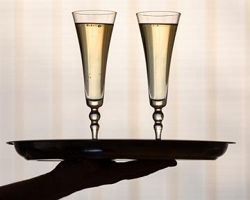 прием бокал шампанского
