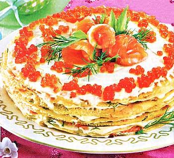 Финал Масленицы: Блинный торт с красной икрой и шоколадные пирожные