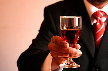 Как подавать спиртные напитки: Элементарные правила.