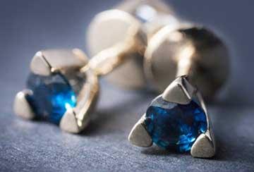 драгоценный камень синего цвета