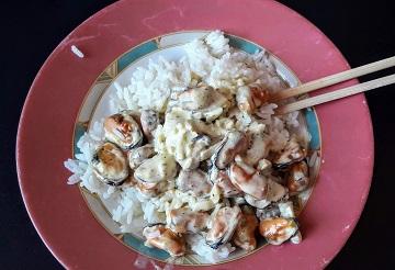 рис с мидиями и сливками