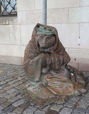лиса попрошайка в Стокгольме